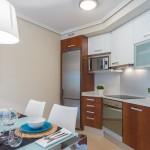 Встроенная кухня и стол